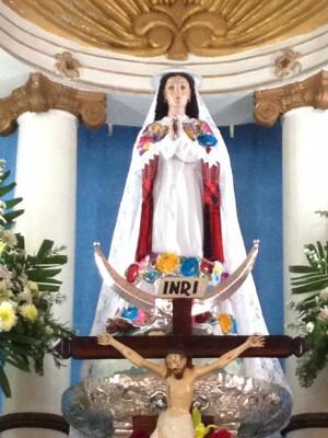 Imagen de la Virgen de Tetiz  vestida con el traje tradicional el día de la vaquería en su honor. Fotografía cortesía del Antrop.  David Barthes Derrida .
