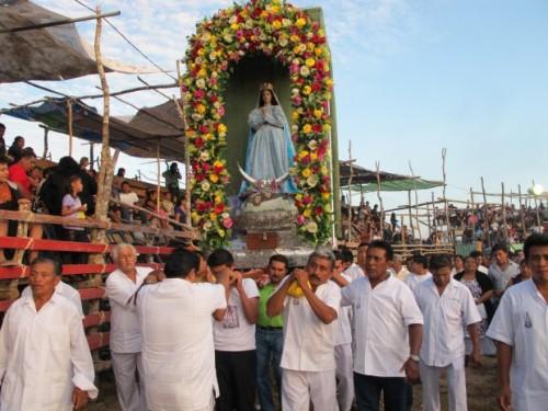 Procesión en honor a Nuestra Señora de Tetiz durante sus festividades de agosto.
