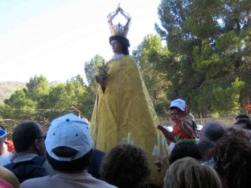 Imagen de la Virgen de las Nieves llevada en romería.