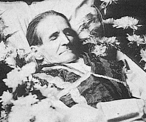 Fotografía del Beato fallecido, de cuerpo presente.