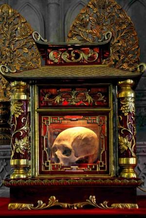 Cráneo del Santo venerado en Xuzhou (Vietnam).