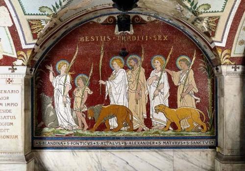 Los seis mártires que fueron arrojados a las fieras: de izqda. a dcha. Blandina, Póntico, Atalo, Alejandro, Maturo y Santo. Cripta de Saint-Nizier, Lyon (Francia).