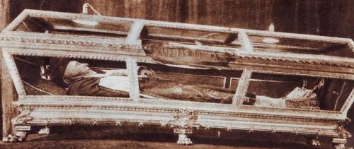 Urna del Santo, fotografiada en 1939 con ocasión de su visita a Roma.