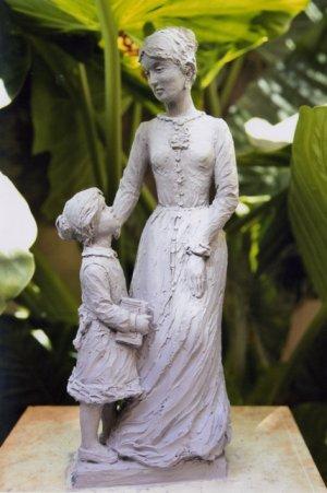 Maqueta en arcilla de una futura escultura dedicada a la Venerable.