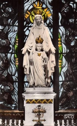 Primitiva imagen en la Basílica de Issoudun, Francia.