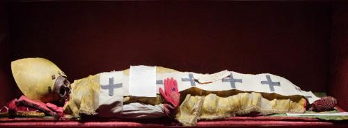 Reliquias del Santo, revestidas del atuendo episcopal. Vodnjan, Croacia.