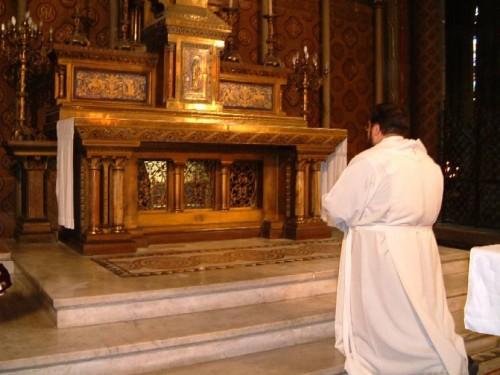Sepulcro del Santo en la catedral de Burdeos, Francia.