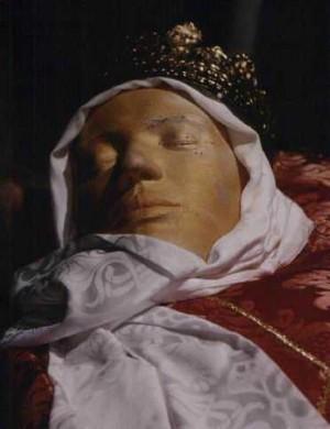 Detalle de la figura que contiene las presuntas reliquias de Santa Bárbara en Burano, Venecia.
