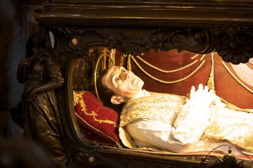 Detalle de la figura que contiene las reliquias del Santo. Iglesia de la Consolata, Turín (Italia).
