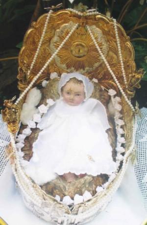 Vista del Santo Niño en su pesebre.