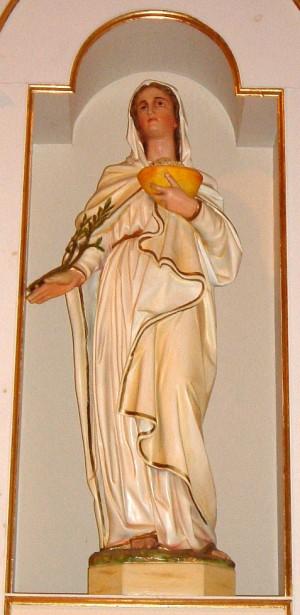 Imagen de Santa Praxedis con sus atributos habituales: esponja y vasija, y uno nada frecuente, la palma del martirio. Iglesia de la Santa en Sherbrooke, Québec (Canadá).