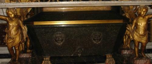 Detalle del sepulcro de los mártires. Basílica de San Nicola in Carcere, Roma (Italia).