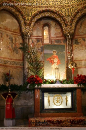 Tumba del Santo en la catedral de Trieste, Italia.