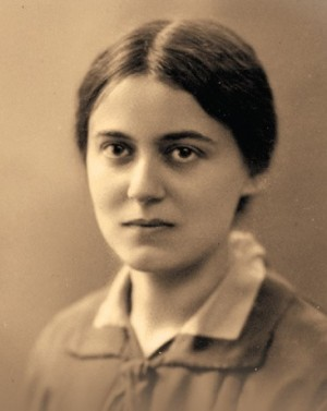Edith fotografiada en torno al año 1926.