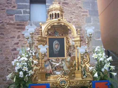 Lienzo de la patrona colocada en el anda procesional. Gilet, Valencia (España).