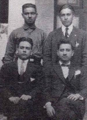 De pie, Pedro Roldán y San Salvador Lara, sentados Carlos Lara y San David Roldán.