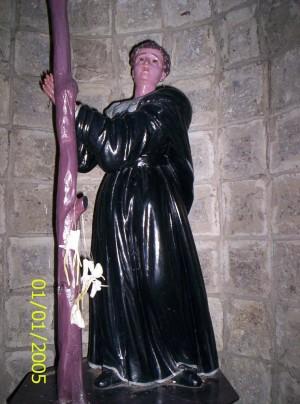 Escultura del Beato Pedro de Zúñiga representando su martirio.