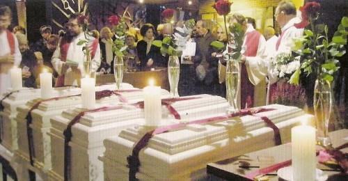 Restos mortales de los mártires, en el día de su inhumación (27-11-2010).