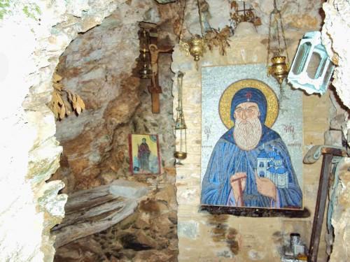 Gruta del Santo en Kavsokalivia, Monte Athos (Grecia).