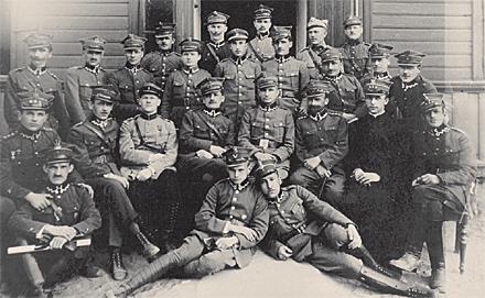 Fotografía del Beato como capellán militar en el campo de entrenamiento de oficiales en Powazki, Polonia.