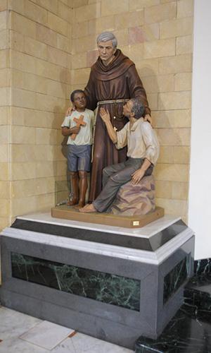 Grupo escultórico del Santo en la iglesia de la Madonna in Trivio, Roma.