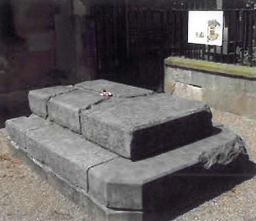 Primitiva sepultura de la Santa. Abadía de Dunfermline, Fife, Escocia.