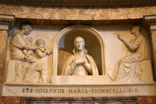 Relieve marmóreo del Santo en la iglesia del Gesù, Roma (Italia).