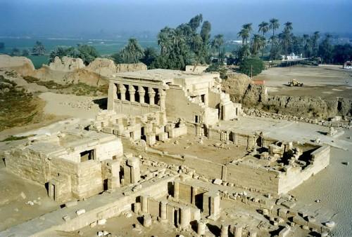 Ruinas del templo de Hathor en Denderah, Egipto. Patria del Santo.