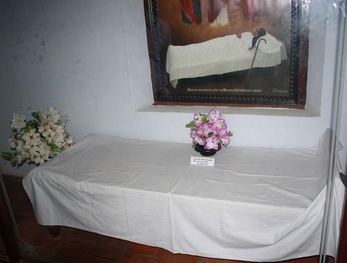 Cama donde murió la Santa. Convento de Santa María, Ollur , Thrissur (India).