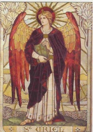 Vidriera prerrafaelita del arcángel San Uriel.
