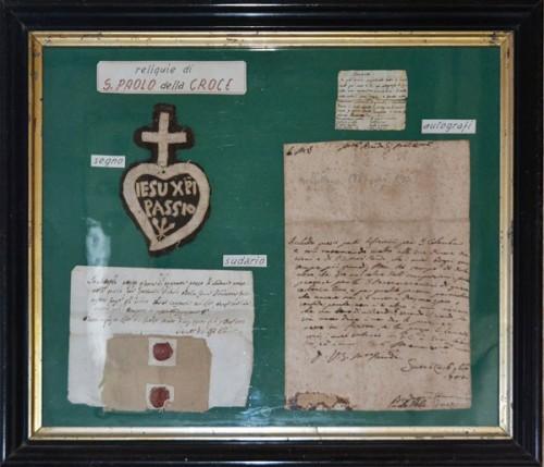 Cartas y objetos utilizados por el santo que se encuentran en la iglesia de los Pasionistas en Soriano nel Cimino.