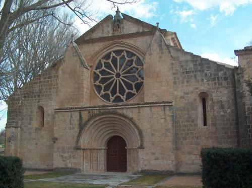 Fachada de la abadía cisterciense de Santa María en Sacramenia.