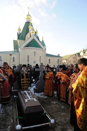 Sepultura de un archimandrita ruso.
