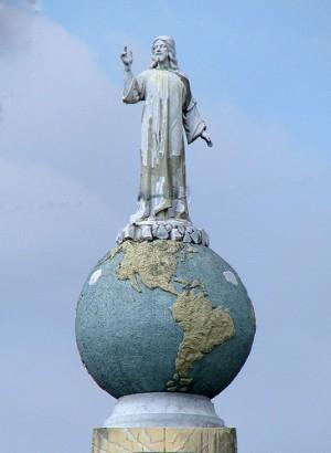 """""""Cristo, Salvador del mundo"""". Conjunto escultórico en El Salvador."""