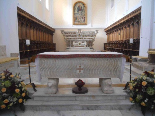 Altar mayor de la catedral de Gaeta, Italia. Actual sepulcro de la Santa y otros Santos.