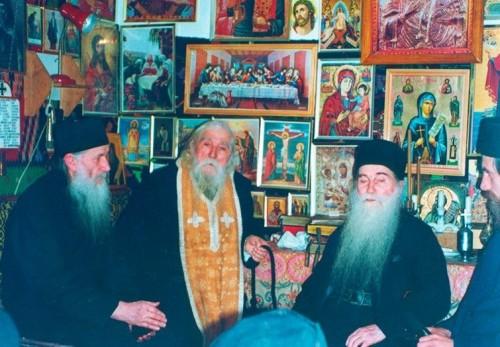 Los padres Cleopa Ilie, Arsenio Papacioc y Ioaniche Balan. Fotografía del 2 de diciembre de 1998.