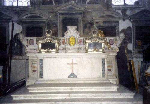 Reliquias de los santos Primiano y Firmiano, mártires de Larino, Nápoles.