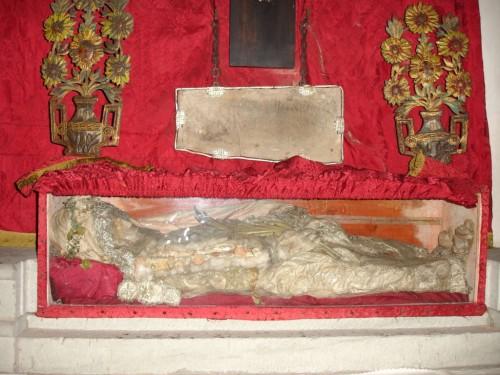 Reliquias y lápida de Santa Amancia, mártir de las catacumbas. Santa Eugenia de Berga, Osona (España).