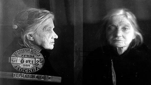 Ficha de Santa Ana Ivanovna en el archivo policial, cuando fue arrestada por el régimen comunista.