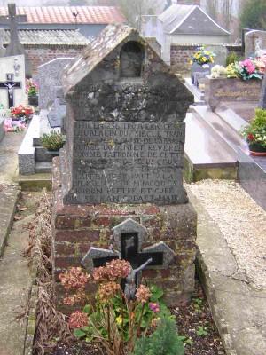 Sepulcro original de Santa Benedicta. Cementerio de Mont d'Origny, Francia.