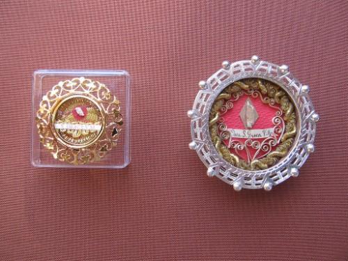 Tecas con reliquias ex-ossibus de la Santa.