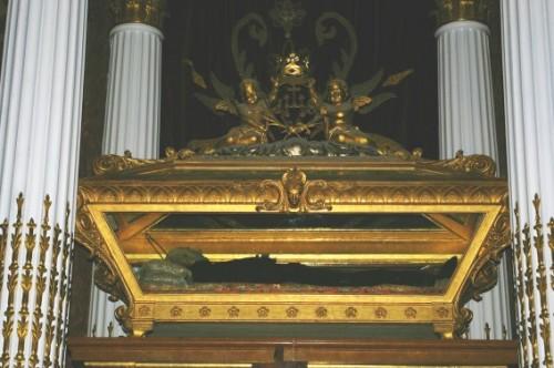 Sepulcro con las reliquias del Santo. Iglesia del Montesión, Palma de Mallorca (España). Fuente. www.jccanalda.es