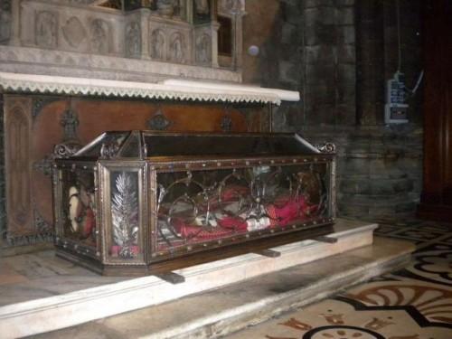 Urna de los santos Arialdo y Erlembaldo. Catedral de Milán, Italia.