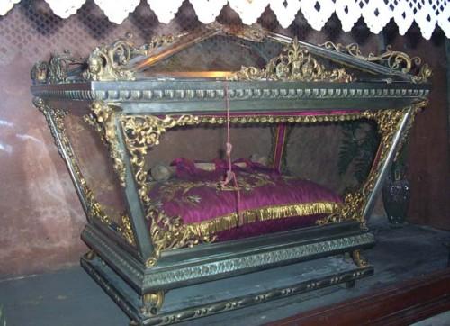 Relicario del santo en su tierra natal.