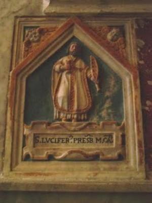 Nicho sepulcral que contiene las reliquias de San Lucífero, sacerdote mártir, en la cripta de la catedral de Cagliari.