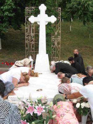 Tumba del padre Juan Iovan en el monasterio de Recea, Rumanía.