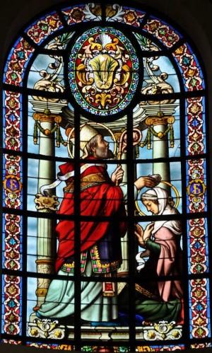 San Eutropio bautiza a Santa Estela. Vidriera decimonónica en la catedral de La Rochelle, Francia.