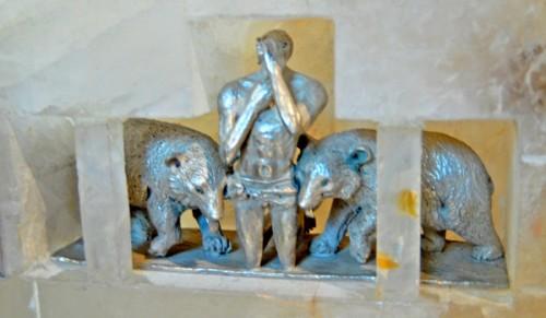 Conjunto escultórico de San Cerbonio y los osos.