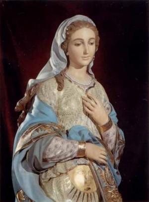 Detalle de la imagen de la Virgen de la Esperanza venerada en su santuario de Onda, Castellón (España).