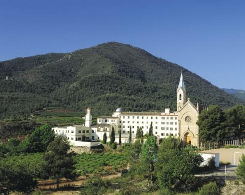 Vista general del Santuario de la Virgen de la Esperanza en Onda, Castellón (España), en estilo neogótico.